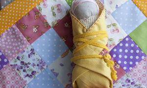 Талисман для новорожденного младенца: заговор, для мальчика и девочки