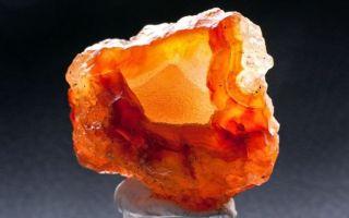 Камень сердолик (карнеол): свойства, описание, фото