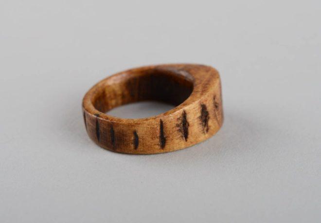 Славянское кольцо из дерева