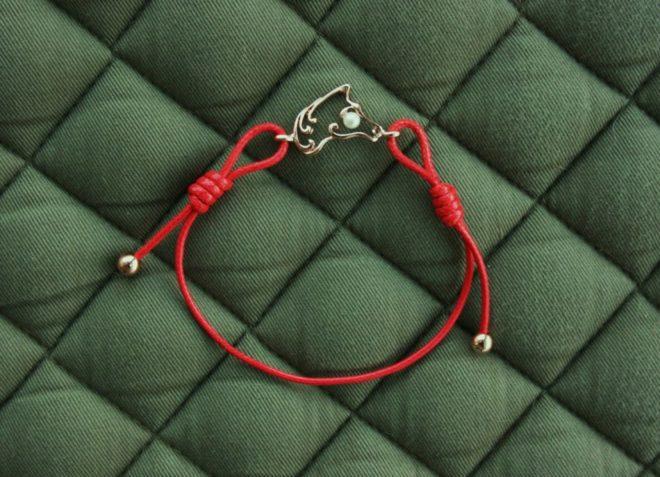 Красная нитка из шелка