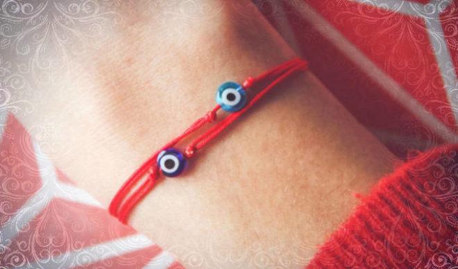 Красная нитка с синим глазом от сглаза