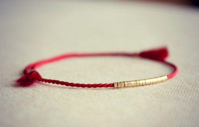 Зачем носят красную нитку на запястье: защита от порчи, помощь здоровью