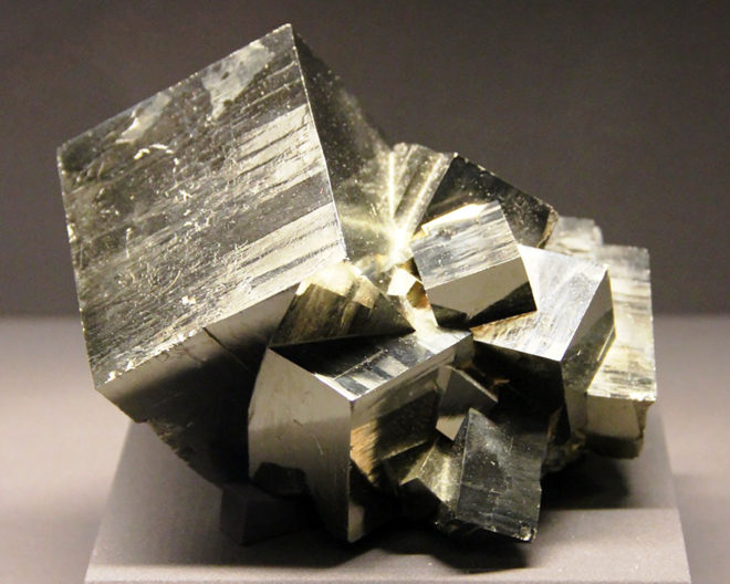 Минерал пирит (золото дураков) - природные характеристики, аналоги
