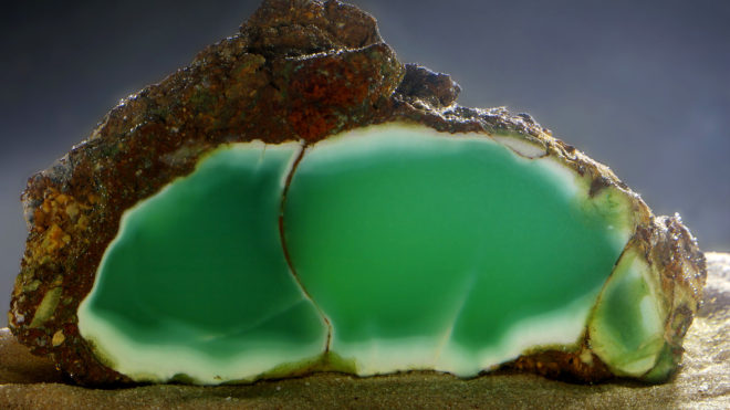 Хризопраз (42 фото): что это за камень? Как он выглядит и кому подходит? Его значение для человека. Можно ли носить хризопраз вместе с гранатом?
