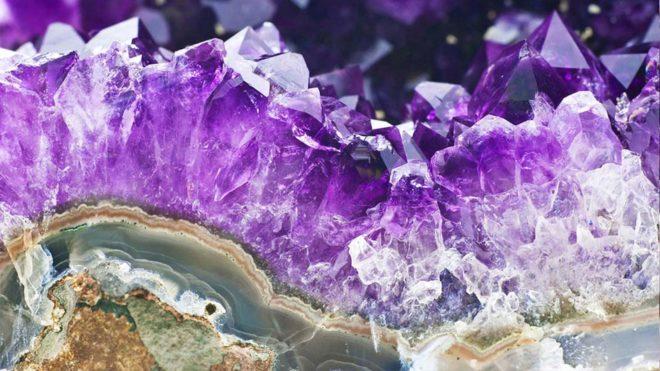 Фиолетовый полудрагоценный камень название