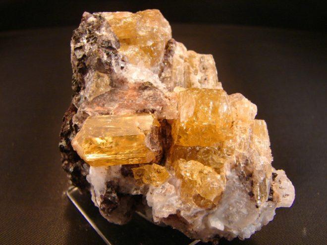 Апатит: свойства камня и популярные ювелирные украшения