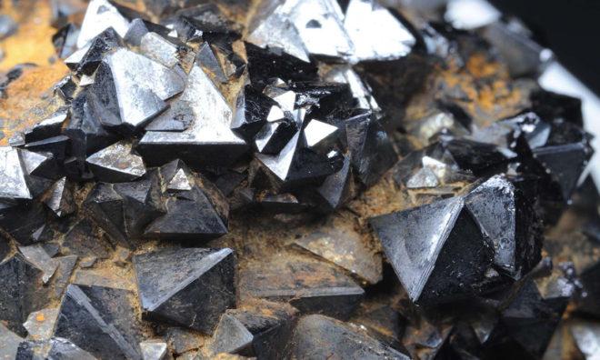 Камень гематит: свойства целебные и магические