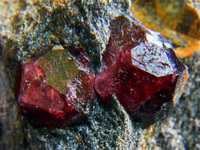Камень гранат альмандин: магические и лечебные свойства камня, кому подходит гранат альмандин по знаку зодиака